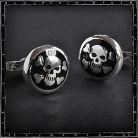 Skull & cross bone enamelled cufflinks