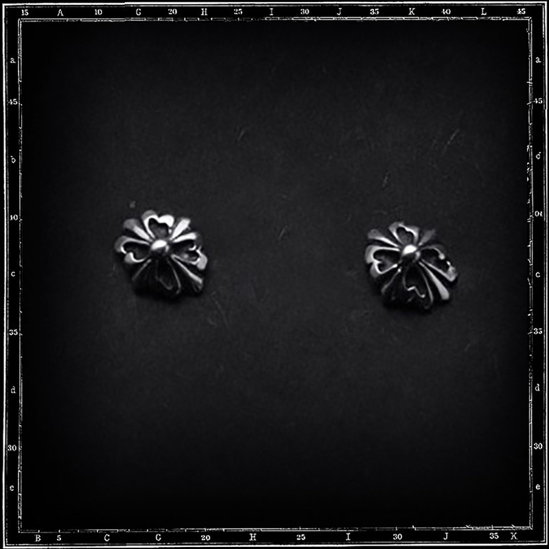 Mini tudor cone stud earrings