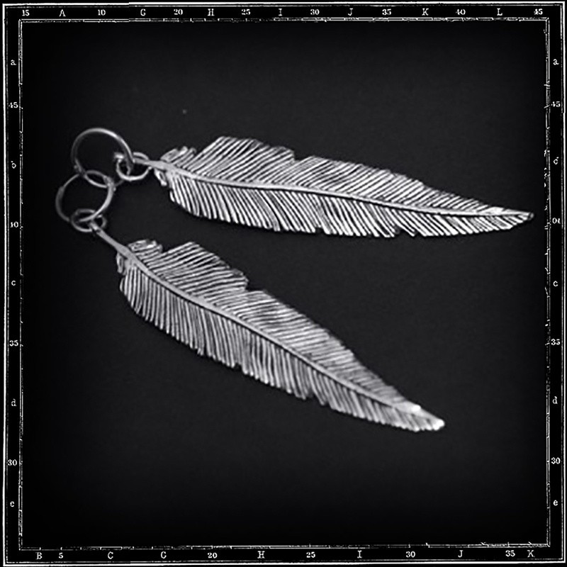 feather hoop earrings (medium)