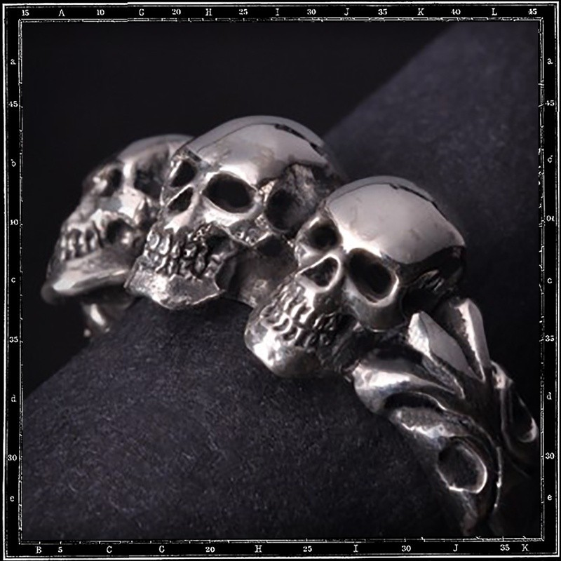 Tudor Three Skull ring