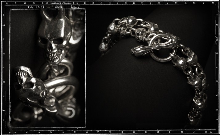 Medium skull link necklace with Skulls T-Bar