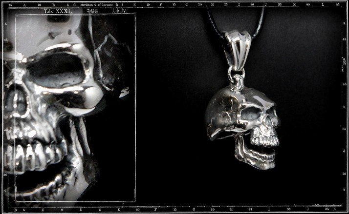 Large skul pendant ( hinged jaw)