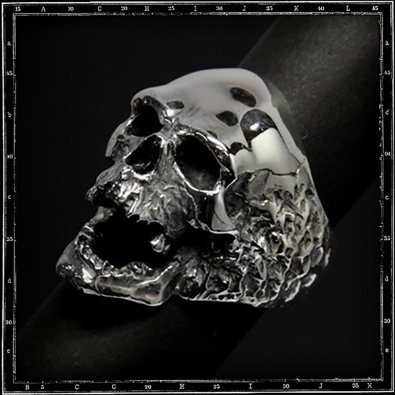 Plague skull ring