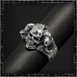 Rest in peace skull ring