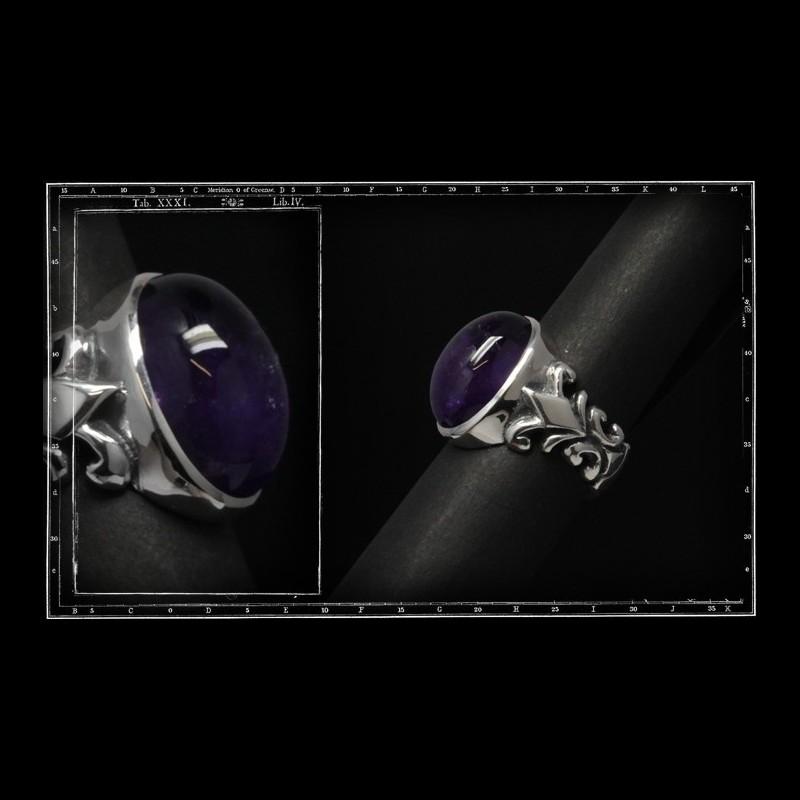 Tudor ring  Medium (18x13mm)